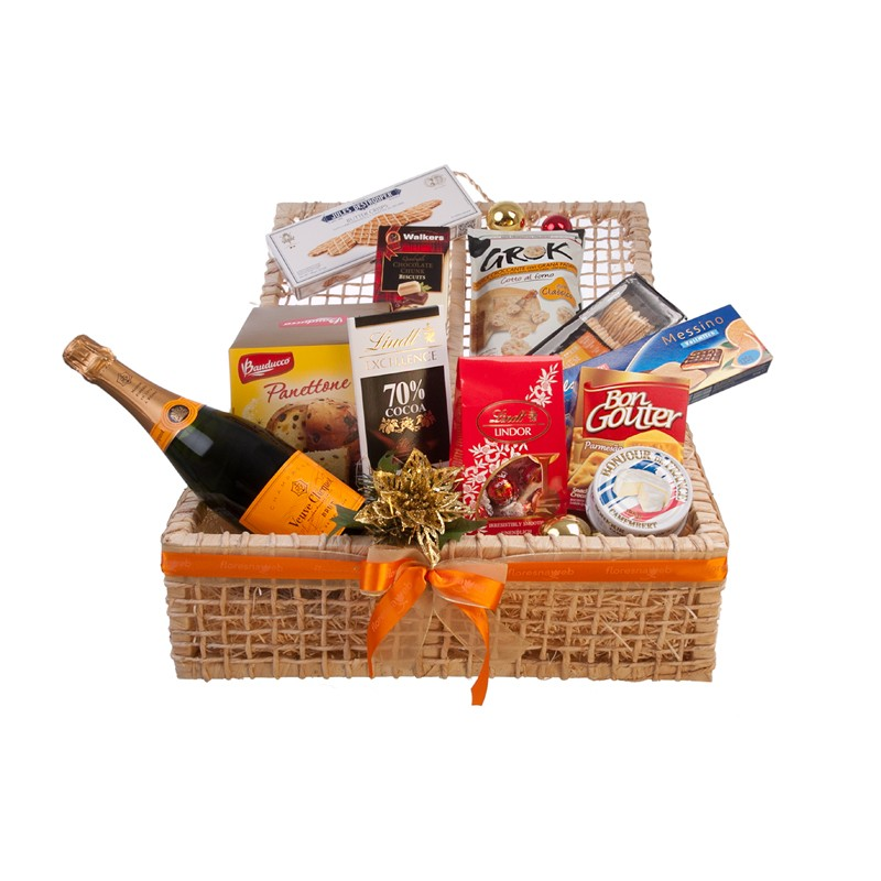 Send holiday gift basket with champagne to brazil floresnaweb christmas gift basket negle Image collections