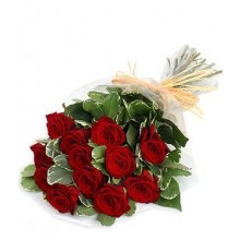 12-red-roses-bouquet-to-spain