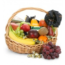 fruit-basket-with-chocolates