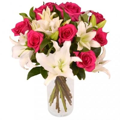 Rosas y Liliuns en Jarrón