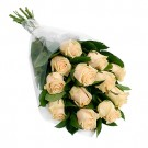 Ramo de 12 rosas crema