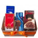 Cesta de Regalo con Chocolates y Galletas
