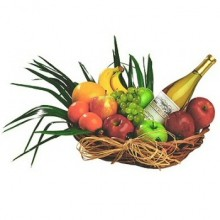 cesta-de frutas-con-vino-blanco